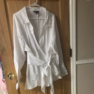 Tailored blouse. Surplice front with front tie